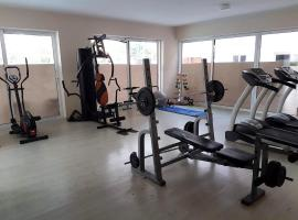 Newly Remodelled apartment, pool, sauna and gym, Larnaka (Kellia yakınında)
