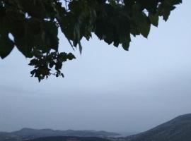 Olympus garden apartment with amazing panoramic seaview, Анависсос (рядом с городом Keratea)
