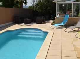 Maison de vacances avec piscine et cinéma privé, Rognac (рядом с городом Les Guigues)
