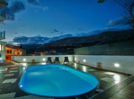 """""""La Irina"""",apartment with swimming pool, Srinjine, Split, Srinjine"""