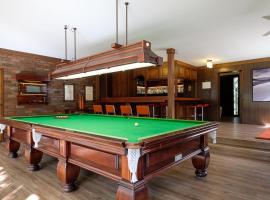 Brookfield Retreat - Large Holiday Home / Group Accommodation, Brisbane (Jamboree Heights yakınında)