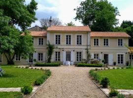 Le Domaine Des Platanes, Bourg-Charente (рядом с городом Julienne)