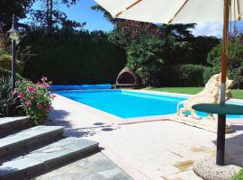 Villa Ninfee Luxury Lakeside Villa Italy with Private Pool & Hot tub, Viverone (Zimone yakınında)