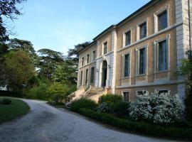Maison d'Hôtes Domaine de Bernou, La Croix-Blanche (рядом с городом Laroque-Timbaut)