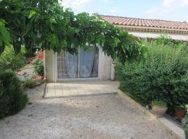 charmant appartement Saint Gély, Cornillon (рядом с городом La Roque-sur-Cèze)