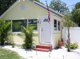 Avenida de la Isla Two-Bedroom House #138, Nokomis (in de buurt van Nokomis Beach)