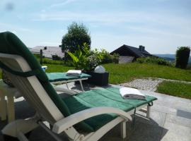 Alpenblickwohnung mit Garten und Terrasse, Kirchdorf im Wald