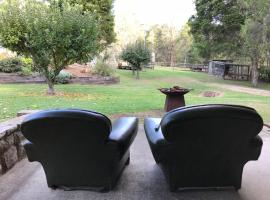 Strappers Loft - Cosy Country Retreat on Private Acreage, Dural