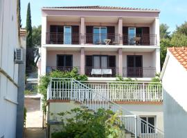 Apartments Indira II, Ловиште