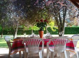 Holiday home Hameau de Roquemaurel, Oust (рядом с городом Soueix)