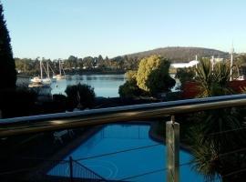 Waterfront Lodge Motel, Hobart (Moonah yakınında)
