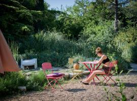 Les Jardins du Village, Saint-Martin-de-Londres (рядом с городом Causse-de-la-Selle)
