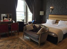 Halvard Hotel, Дуглас