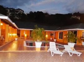 Spacious hillside villa with a large pool and sea views. Best by far in the area, Whitehouse (Kings Pen yakınında)