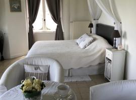 Chambre d'hotes Romance, Saint-Jean-les-Deux-Jumeaux (рядом с городом La Haute-Maison)