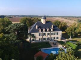 Chateau De Lauzin, Monferran-Savès (рядом с городом Escorneboeuf)