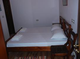 Local Living Edi, Berat (Stan yakınında)
