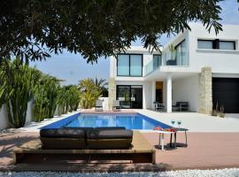Villa with private pool, Llobregales