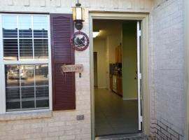 3/3 Townhome, walking distance to Kyle Field