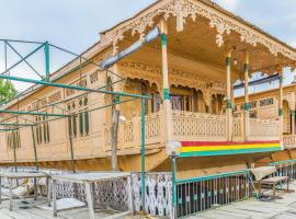 Houseboat with all meals on Dal Lake, Srinagar, by GuestHouser 25090, Сринагар (рядом с городом Naupura)