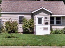 Impeccably clean home, in a quiet neighborhood, Niles (in de buurt van Berrien Springs)