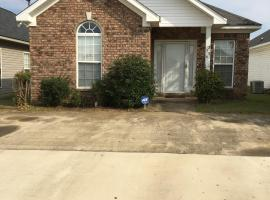 Comfortabe ~ Clean home near Bryant Denny Stadium