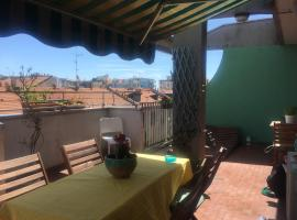 A cozy Penthouse´s room in Porta Romana´s area, the new food district where you can enjoy good meals and having fun.