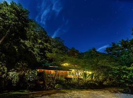 Finca Bellavista Treehouse Community, Piedras Blancas (Esquinas yakınında)