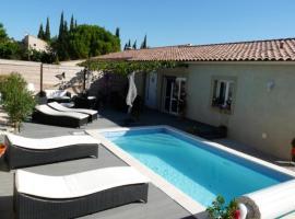 Holiday house with heated pool - Gard - Provence, Тавель