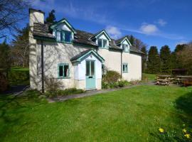 Llynhillyn, New Radnor (рядом с городом Llanfihangel-nant-Melan)