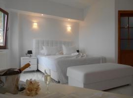 Kinira Beach Hotel, Коинира