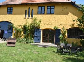 Die Besondere Ferienwohnung Bibliothek, Buschenhagen (Niepars yakınında)