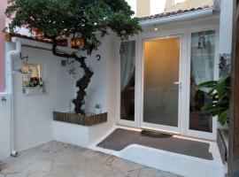 Home & Away Studio By Cris