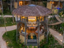 TreeHouse Villas - Adults Only