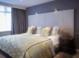 Four Seasons Hotel & Leisure Club