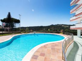 Modern flat, pool tennis area, 5 mins to the sea, Arenys de Munt (Arenys de Mar yakınında)