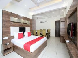 OYO 13373 Hotel Royal star, Panchkula (рядом с городом Kūīwāli)