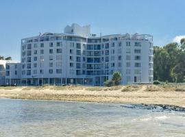 Ocean Breeze Economy Suites, Strand