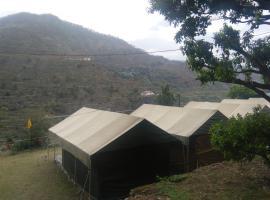 Camp veda, Barkot (рядом с городом Parolā)