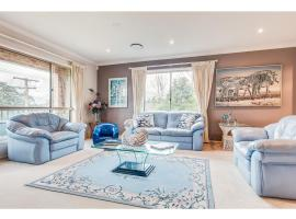 Huge family home in quiet suburb close to beach, Sidney (Oxford Falls yakınında)