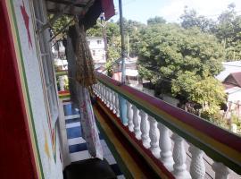 Jungle in town hostel, Port Antonio (Sommers Town yakınında)