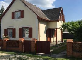 Buzogány Vendégház, Липот (рядом с городом Hédervár)
