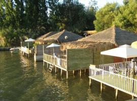 cabanas palafito, Las Balsas (Lago Rapel yakınında)