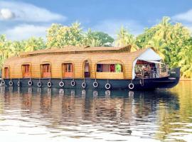 Houseboat with Wi-Fi in Alleppey, by GuestHouser 59633