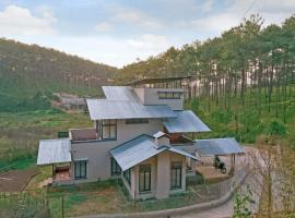 Homestay with a fireplace in Shillong, by GuestHouser 52892, Shillong (рядом с городом Mawlyngkhung)