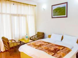 10-BR boutique stay on Roopkund Road, Chamoli, by GuestHouser 20674, Gwāldam