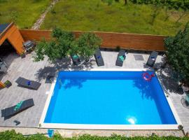 LUX MAR with private pool, Tugare