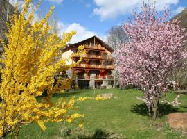 Hotel Estanys Blaus, Tavascan (рядом с городом Lladorre)