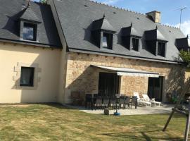 grande maison a 15 minutes des plages, Châtelaudren (Plélo yakınında)
