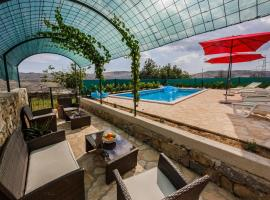 Holiday Home Cherry Tree, Žrnovnica (рядом с городом Gornje Sitno)